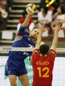 图文:俄罗斯男排3-0胜西班牙 俄罗斯大力扣球