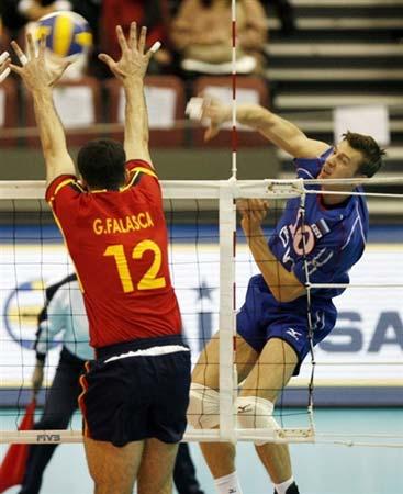图文:俄罗斯男排3-0胜西班牙 俄罗斯进攻得手