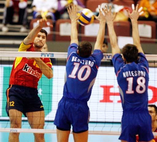 图文:俄罗斯男排3-0胜西班牙 西班牙强攻未果