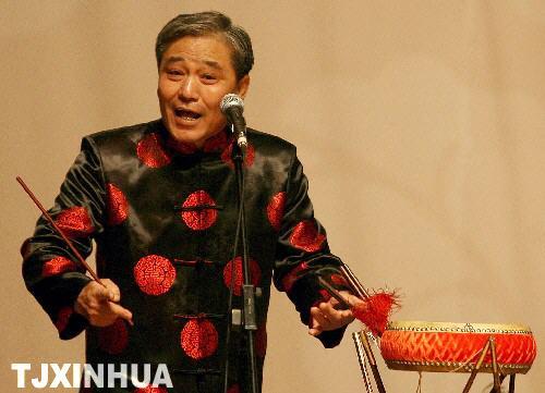 11月24日,马志明表演京韵大鼓《探晴雯》。