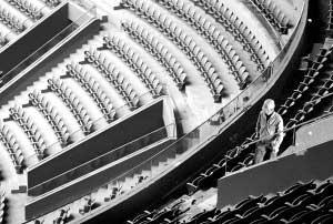 """国家体育馆:8万吨首钢废旧钢渣填埋地下稳""""地基"""""""