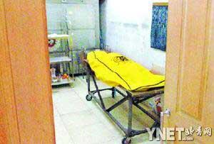 ■逝去的李丽云被安放在病房的一角