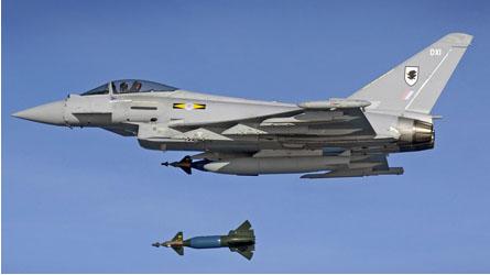 """英国进行""""台风""""战机投放激光制导炸弹试验"""