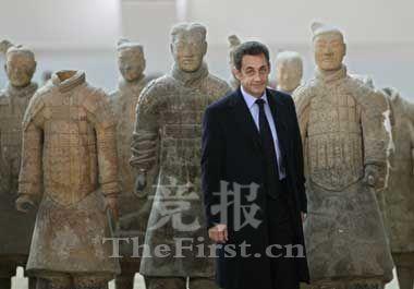 法国总统萨克奇在兵马俑前合影留念
