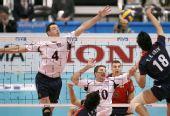 图文:美国男排3-0胜韩国 李大卫阻止韩国快攻