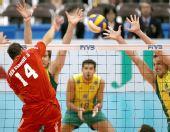 图文:[男排]世界杯巴西胜突尼斯 突破巴西防线