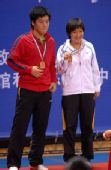图文:[乒乓球]郝帅刘诗雯夺金 领奖台上的笑容