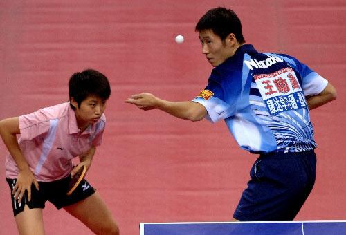 图文:[乒乓球]郝帅刘诗雯夺金 王励勤发球失威