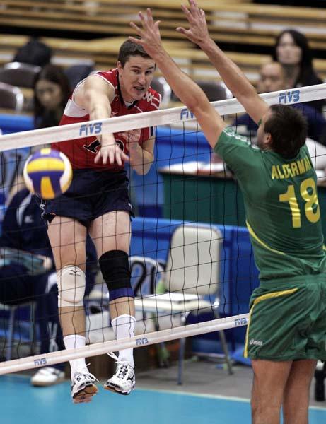 图文:男排世界杯美国胜澳大利亚 扣向对方空挡