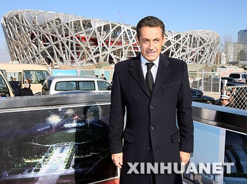 11月27日,正在中国进行访问的法国总统萨科齐参观北京2008年奥运会场馆。 新华社记者 李涛 摄
