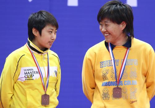 图文:[乒乓球]刘诗雯4-2李晓霞 郭跃郭焱铜牌