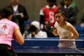 图文:[乒乓球]四元奈生美写真 静待对手发球