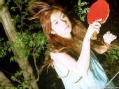 图文:[乒乓球]四元奈生美写真 秀发随风飘动