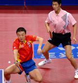 图文:[乒乓球]马琳/王励勤男双夺金 马琳反手
