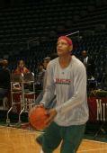 图文:[NBA]76人VS雄鹿 维拉纽瓦赛前苦练