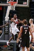 图片:[NBA]76人VS雄鹿 里德飞身上篮
