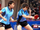 图文:[乒乓球]郭跃/李晓霞夺冠 晓霞反手轻拨