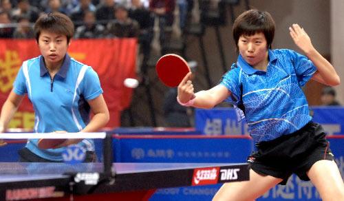 图文:[乒乓球]郭跃/李晓霞夺冠 从容应对攻击