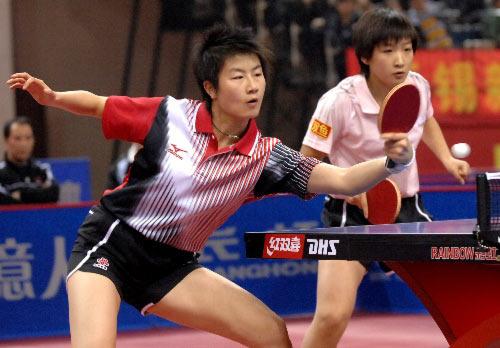 图文:[乒乓球]郭跃/李晓霞夺冠 对手难以抵挡