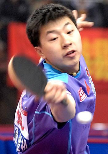 图文:[乒乓球]王皓4-1马龙 决赛马龙打得吃力