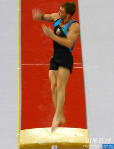 图文;好运北京体操男子预赛 白俄罗斯选手跳马