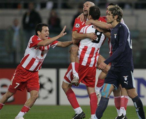 图文:拉齐奥1-2奥林匹亚 希腊冠军庆祝进球