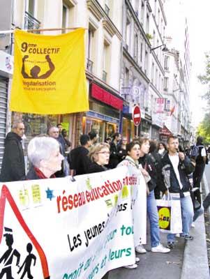 今年9月26日,近2000位巴黎人为刘春兰组织静默游行。
