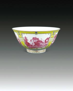 图一:珐琅彩黄地开光胭脂红山水纹碗。