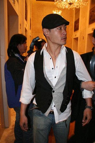 田亮叶一茜婚礼进行时 台湾小生黄维德到访