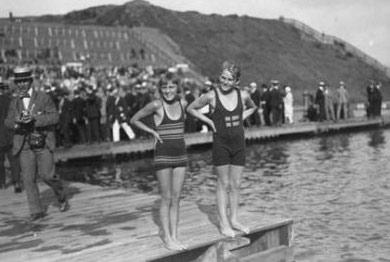 1920年奥运会,女选手所穿的泳衣