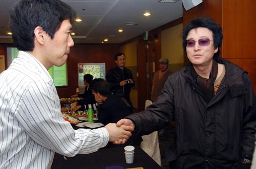 图文:农心杯擂台赛第八局 李昌镐来到比赛现场