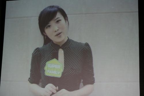 图文:众超女视频祝贺叶一茜新婚 陈西贝贺喜