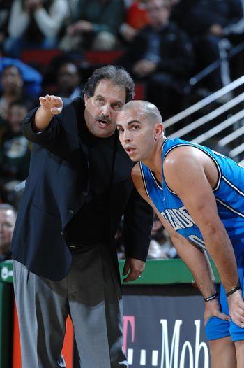 图文:[NBA]魔术胜超音速 大范甘迪指点阿罗约