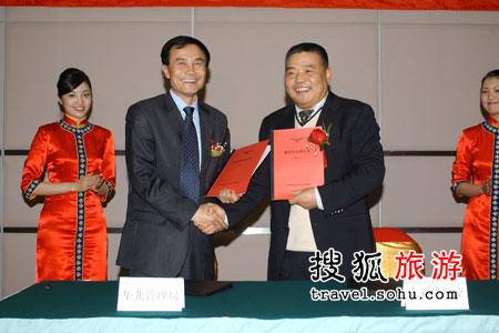 黄登科局长与大新华航空执行董事长陈文理签订安全责任书