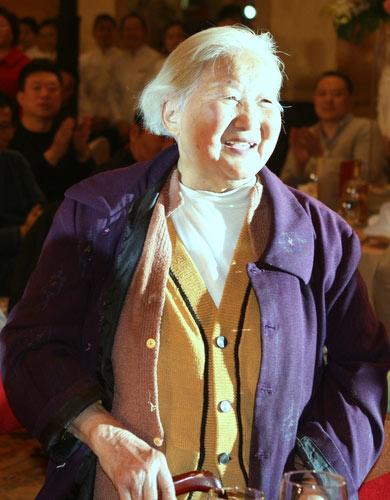图文:田亮80岁奶奶到场 对孙媳妇儿相当满意