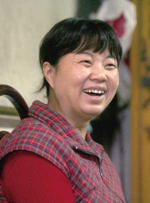陈环昨晚在家中接受采访。  本报记者 张斌 摄