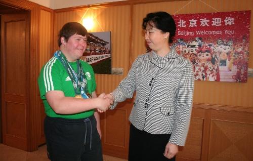 图文:捷克特奥运动员期待08 与中国代表握手