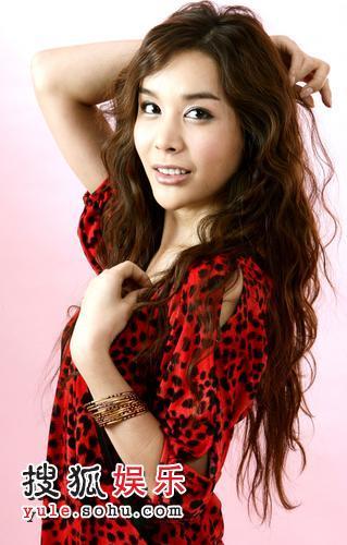河莉秀红色豹纹写真