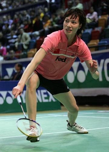 图文:香港羽毛球赛谢杏芳胜拉斯姆森 网前救球