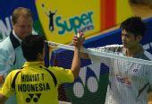 图文:[羽球]香港赛林丹2-0陶菲克 赛后握手