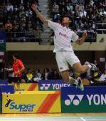 图文:[羽球]香港赛林丹2-0陶菲克 跃起劈杀