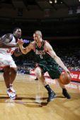 图文:[NBA]雄鹿VS尼克斯 博古特左面突进