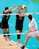 图文:保加利亚男排3-1胜日本 日本双人拦网