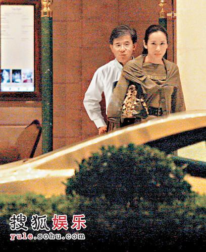 罗康瑞与朱玲玲早前被拍得一同步出香格里拉酒店
