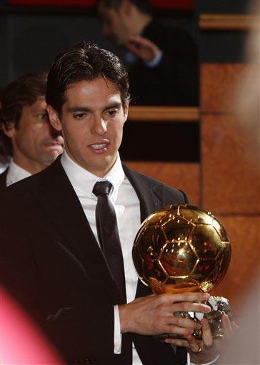 图文:卡卡荣膺2007欧洲足球先生 俊朗面孔