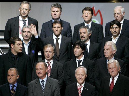 图文:欧洲杯抽签揭晓 16豪门代表合影