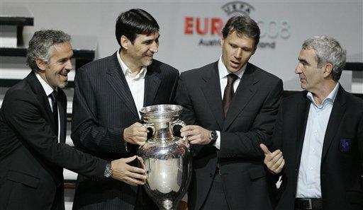 图文:欧洲杯抽签揭晓 多梅内克相约同组对手