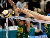 图文:男排世界杯巴西3-1日本 巴西队双人拦网