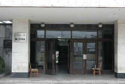 事发后第二教学楼被封锁。早报记者张栋图