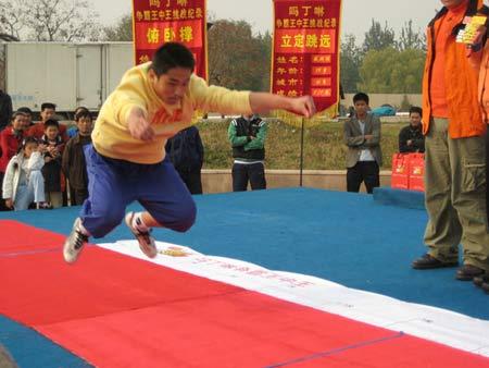 图文:《赢奥运门票争霸王中王》 跳远比赛